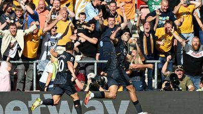Jimenez strikes as Wolves sink Southampton