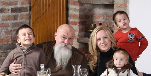 Luis kaže da uživa u porodičnom životu sa suprugom Silvanom i dečicom