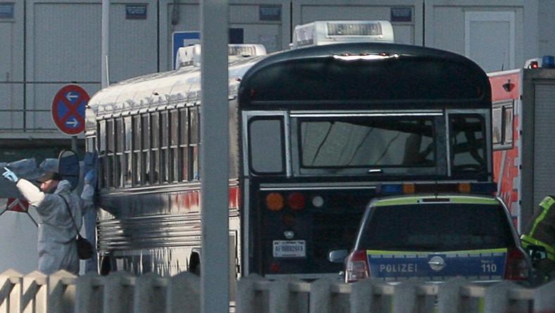Autobus, którym jechali amerykańscy żołnierze