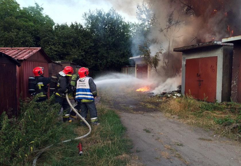 Katowice. Podpalenie nieuzytków i śmieci na osiedlu Tysiąclecia