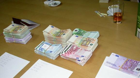Deo zaplenjenih novčanica