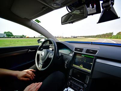 Niemiecki resort transportu chce, by autonomiczny pojazd w razie incydentu zapewnił przede wszystkim bezpieczeństwo ludziom