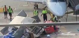 """Szalony wózek """"sterroryzował"""" obsługę lotniska. Ten film trzeba zobaczyć"""