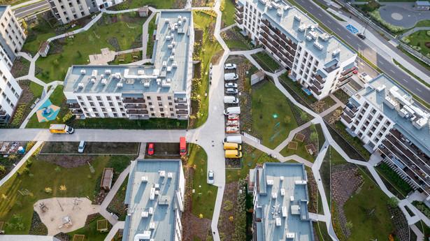 Widok z drona na nowo wybudowane bloki