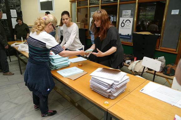 Građani biraju poslanike u parlamentu Srbije i Vojvodine i odbornike u lokalnim skupštinama