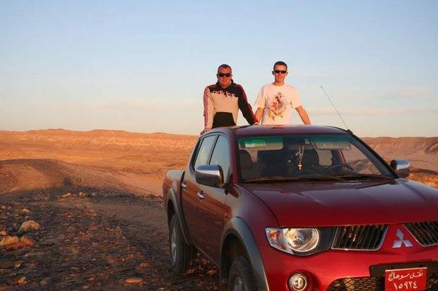 Marek Lach z synem Danielem na Pustyni Arabskiej