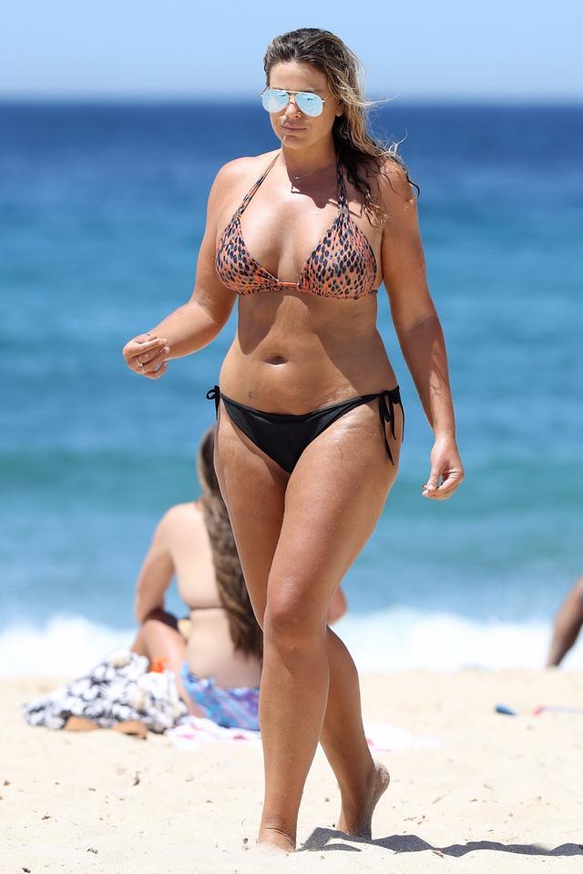 Modelki plus size na plaży. Piękne?