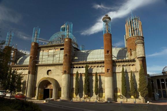 Ko bi rekao da je ova katedrala izgrađena od otpada