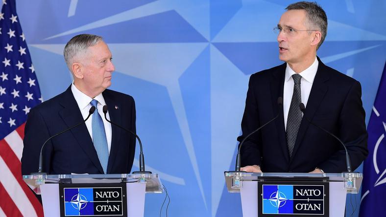 Sekretarz Obrony USA James Mattis i Sekretarz Generalny NATO Jens Stoltenberg