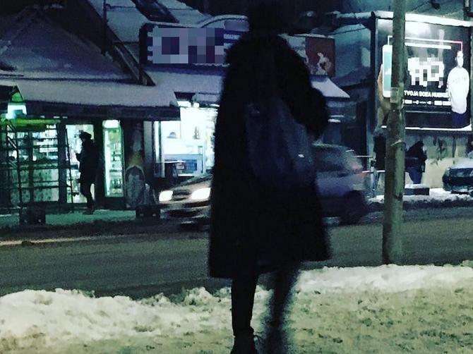 Najhrabrija žena ovih dana u Beogradu: U štiklama po ledu i minusu! I NIJE PALA!