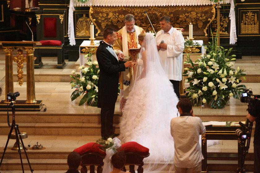 Joanna Liszowska i Ola Sarneke na ślubie w kościele