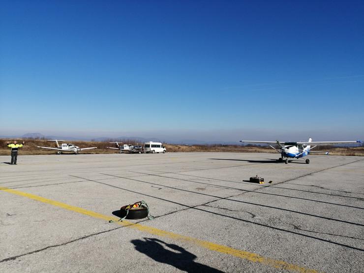 Bo01 Avioni u pripremi za poletanje foto Dkecic