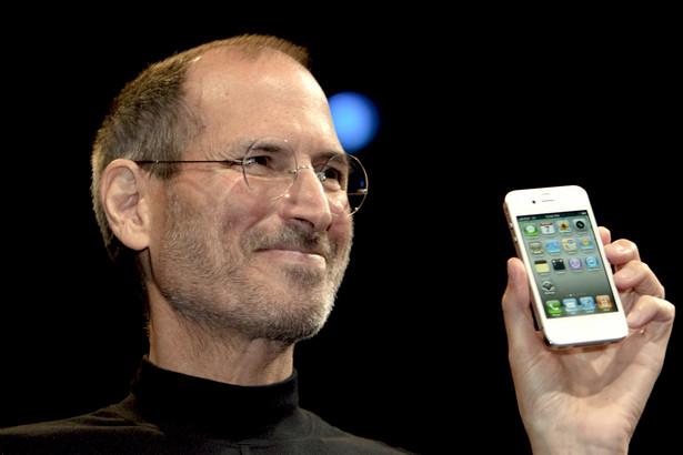 Steve Jobs, prezes Apple prezentuje iPhone 4