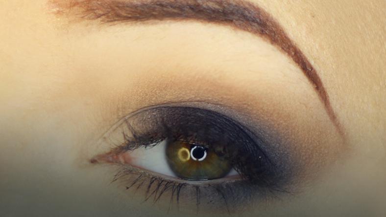 W superbly Smoky eyes, czyli jak poprawnie blendować cienie na powiece? - Uroda VM02