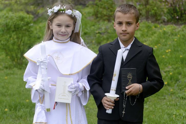 60e03c6605 Do komunii jak do ślubu. Kreacja dziecka do Pierwszej Komunii ...
