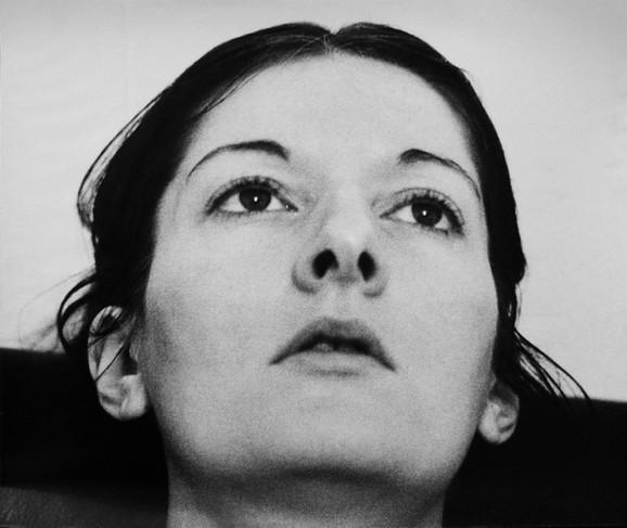 Marina Abramović, Oslobađanje memorije, 1976. godina, crno beli video, iz kolekcije MSUB