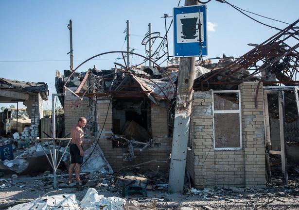 Ukraińcy uciekają ze strefy objętej walkami EPA/SERGEY POLEZHAKA