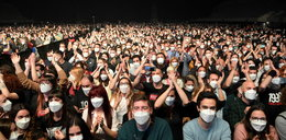Pięć tysięcy osób bawiło się na koncercie w Barcelonie. Eksperyment w dobie pandemii...