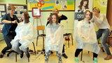 Uczennice ze Skawiny ścięly włosy, aby pomoc chorym