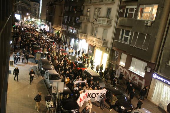 Kolona u Kosovskoj ulici