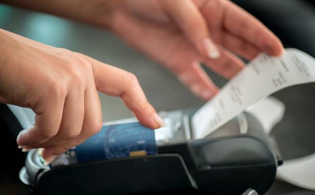 Z szacunków resortu finansów wynika, że obecnie działa w Polsce ok. 1400 biur usług płatniczych.