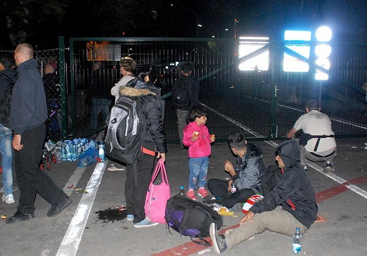 667132_horgos2-migrante-u-madjarsku-pustaju-na-stari-horgos1401915rasfoto-biljana-vuckovic-017