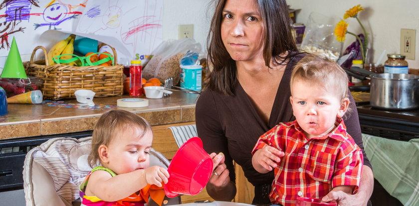 Tak kobiety harują w domach. Resort rodziny wycenił, ile warta jest opieka nad dziećmi. Kwoty robią wrażenie!