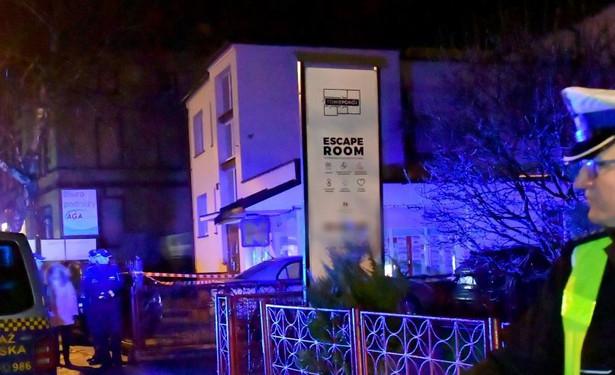 Ze wstępnych ustaleń koszalińskiej prokuratury wynika, że przyczyną piątkowego pożaru w escape roomie był ulatniający się gaz, dostarczany do obiektu w butlach gazowych.