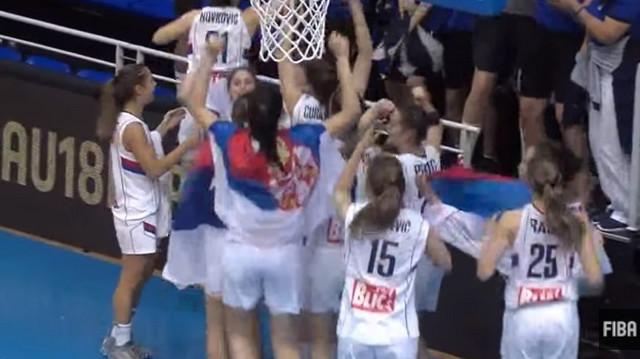 Bravo, devojke: Srebrne košarkašice slave veliki uspeh