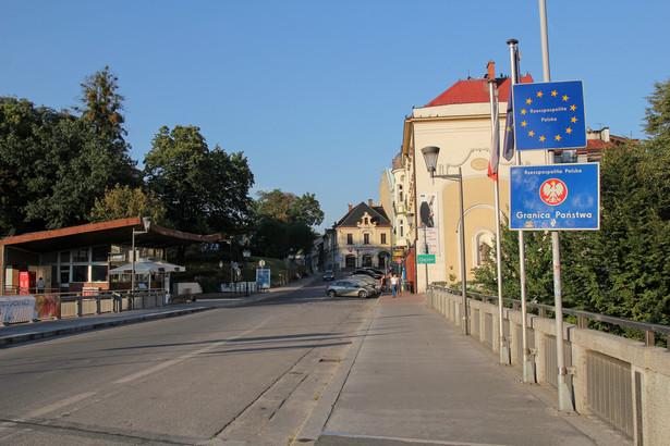 Tymczasowa kontrola przy wjeździe do Polski na granicach lądowych z naszymi sąsiadami z UE (Niemcy, Czechy, Słowacja i Litwa) wróci od 4 lipca i potrwa do 2 sierpnia chrupka / Shutterstock.com