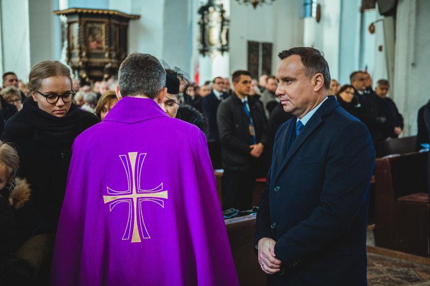 Prezydent w piątym rzędzie w kościele. Teraz zabrał głos