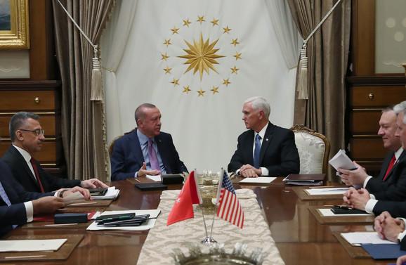 Redžep Tajip Erdogan i Majk Pens