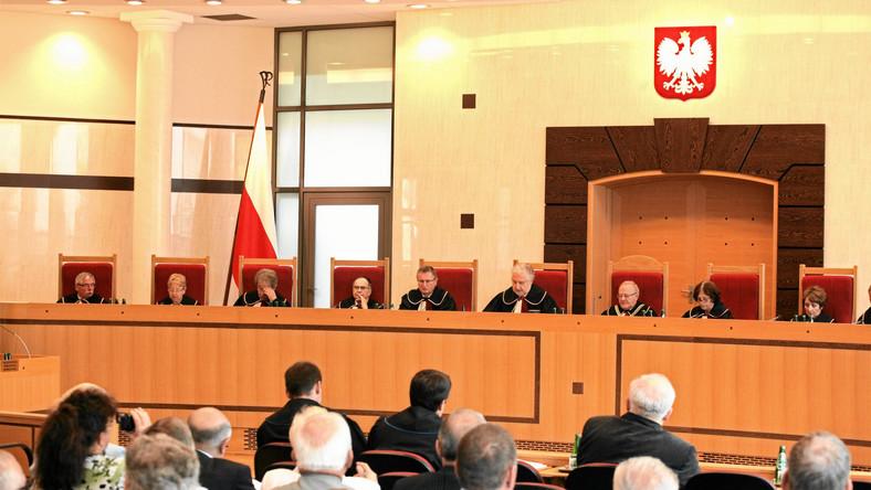 Trybunał Konstytucyjny zamyka budowy na kłódkę