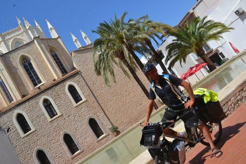Krakowski strażnik miejski dojechał rowerem do... Afryki!