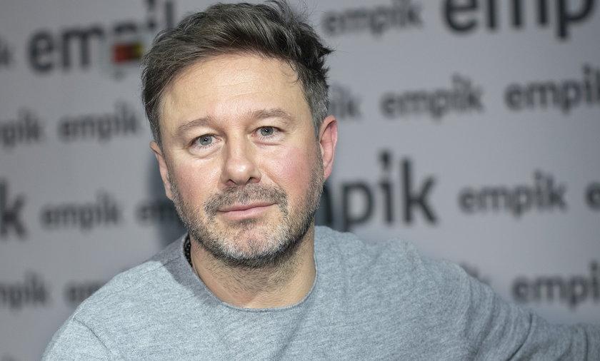 Andrzej Piaseczny udzielił szczerego wywiadu. Mówił o swoim coming oucie, prezydencie Dudzie i polskich biskupach