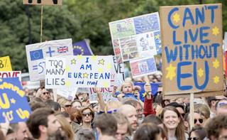 Brexit: 52 proc. Brytyjczyków chciałoby pozostać w UE. Czy będzie drugie referendum?