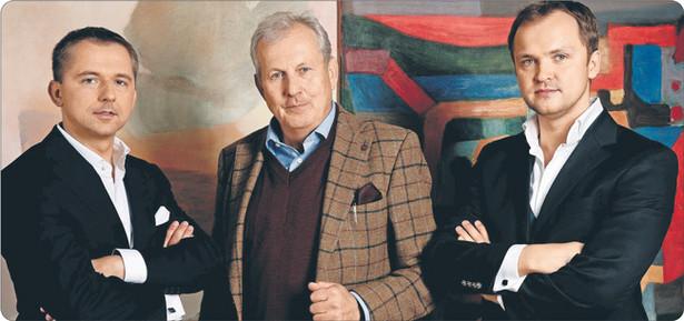 Abbey House to pomysł Norberta Pyffela (z lewej) i Pawła Makowskiego (z prawej), którzy do interesu wciągnęli kolekcjonera Filipa Wyganowskiego (w środku) Fot. Materiały prasowe