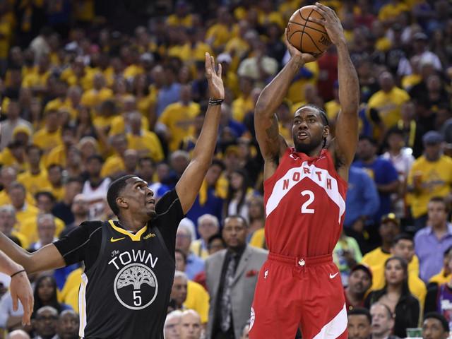 Kavaj Lenard u šestoj utakmici NBA finala protiv Golden Stejt Voriorsa