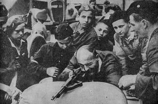 Dzieci w powstaniu warszawskim. Ich jedyną bronią był spryt