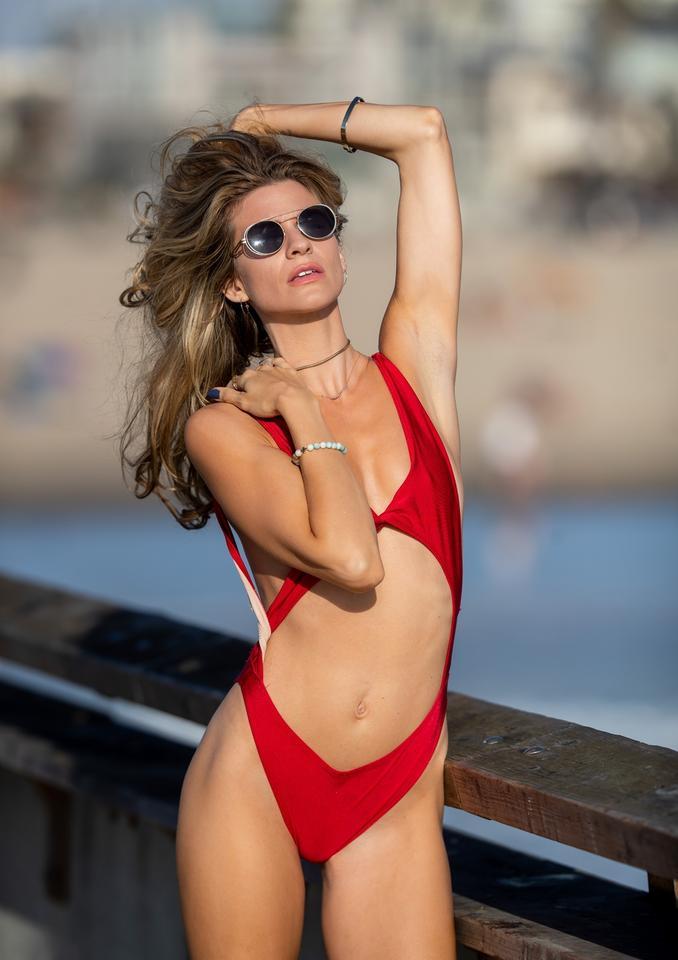 6bdc57d931e225 Rachel McCord pozuje w bardzo seksownym stroju kąpielowym. Co za ...