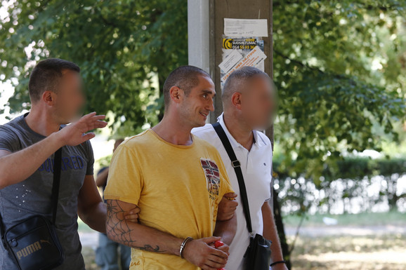 BADŽIN SIN PLJAČKAO VILE PO DEDINJU Kada je video policajce na ulici brzo se DAO U BEG, a u tužilaštvu PRAVIO ŠOU