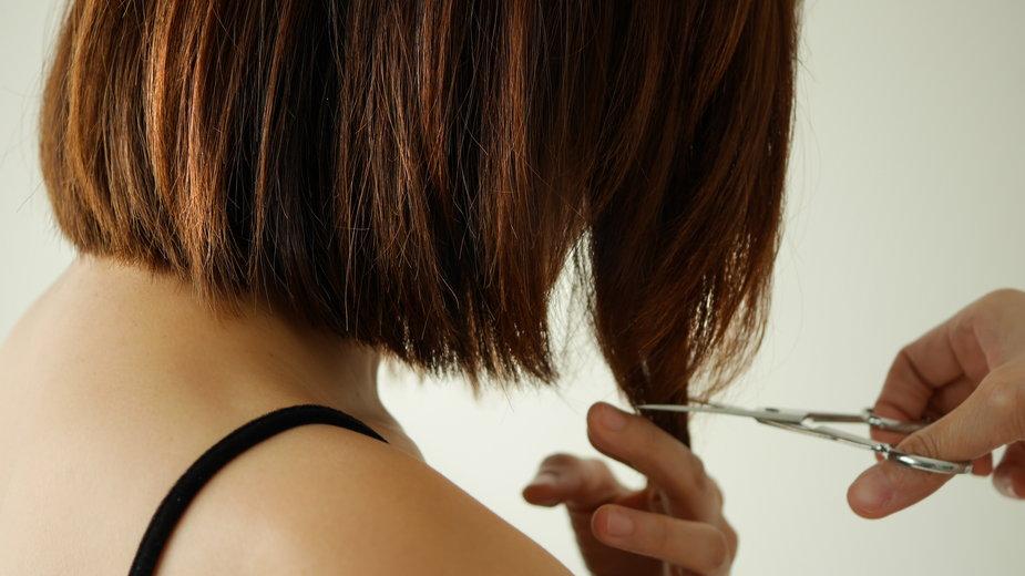 Jak samodzielnie obciąć włosy i grzywkę?