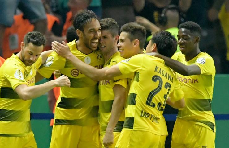 FK Borusija Dortmund, FK Ajntraht