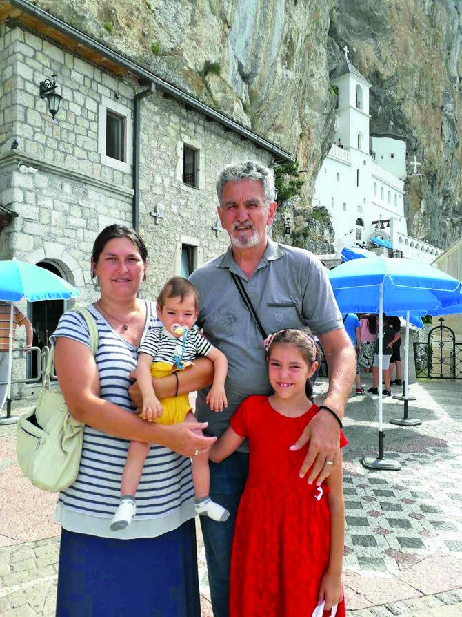 Sanja je i mama osmogodišnje Jovane i jednogodišnjeg Bogdana, supruga, ćerka, sestra, ponosna tetka