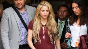 Shakira w podartych spodniach