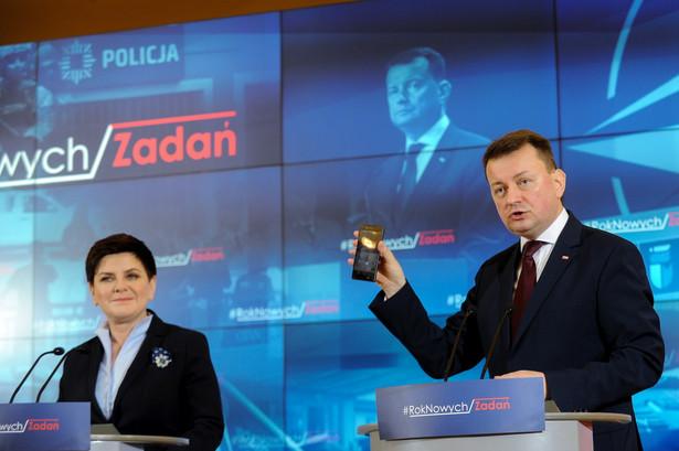 Premier Beata Szydło oraz minister spraw wewnętrznych i administracji Mariusz Błaszczak