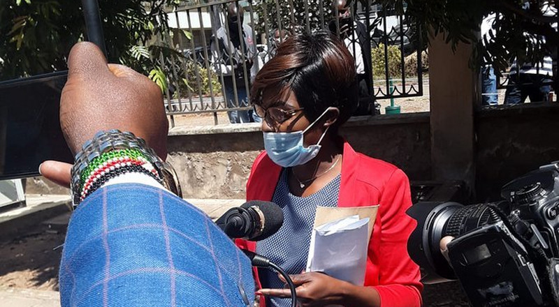 Woman causes commotion at Milimani Court claiming Maraga is deadbeat father (Video)