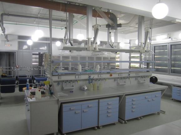 Najsavremenija laboratorija površine od 1.300 kvadrata potpuno je prazna, a ranije je bila jedan od centara u kojem se naukom bavilo najviše talentovanih đaka