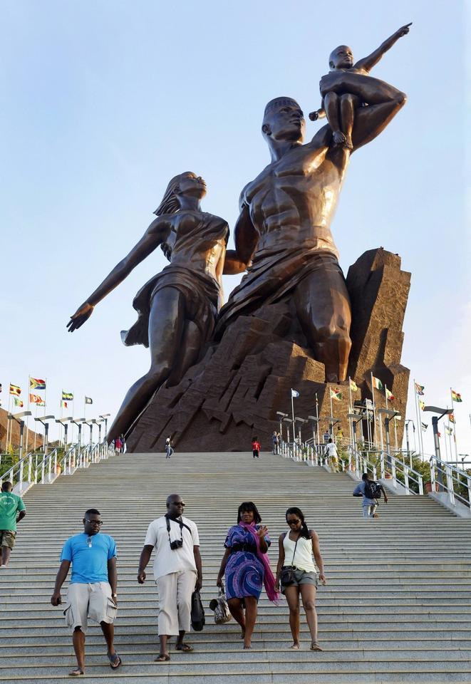 Pomnik Afrykańskiego Odrodzenia w Dakarze, stolicy Senegalu