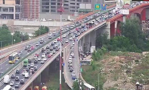 Na Gazeli u smeru ka gradu prisutan je velik broj vozila